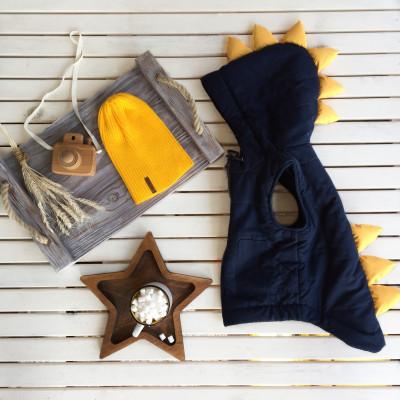 Жилет Дино, цвет джинс с желтыми шипами
